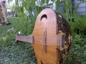 string shot of the gourd mandolin