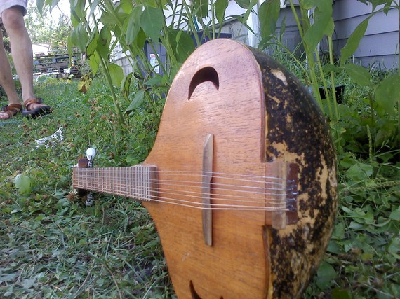 string shot of the gourd mandolin